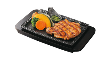 写真:和風鶏ステーキ(ひとくちソース、刻みわさびつき)